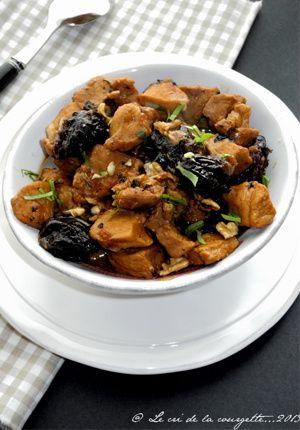Sauté de porc noir de Bigorre au thé fumé, pruneaux et noix
