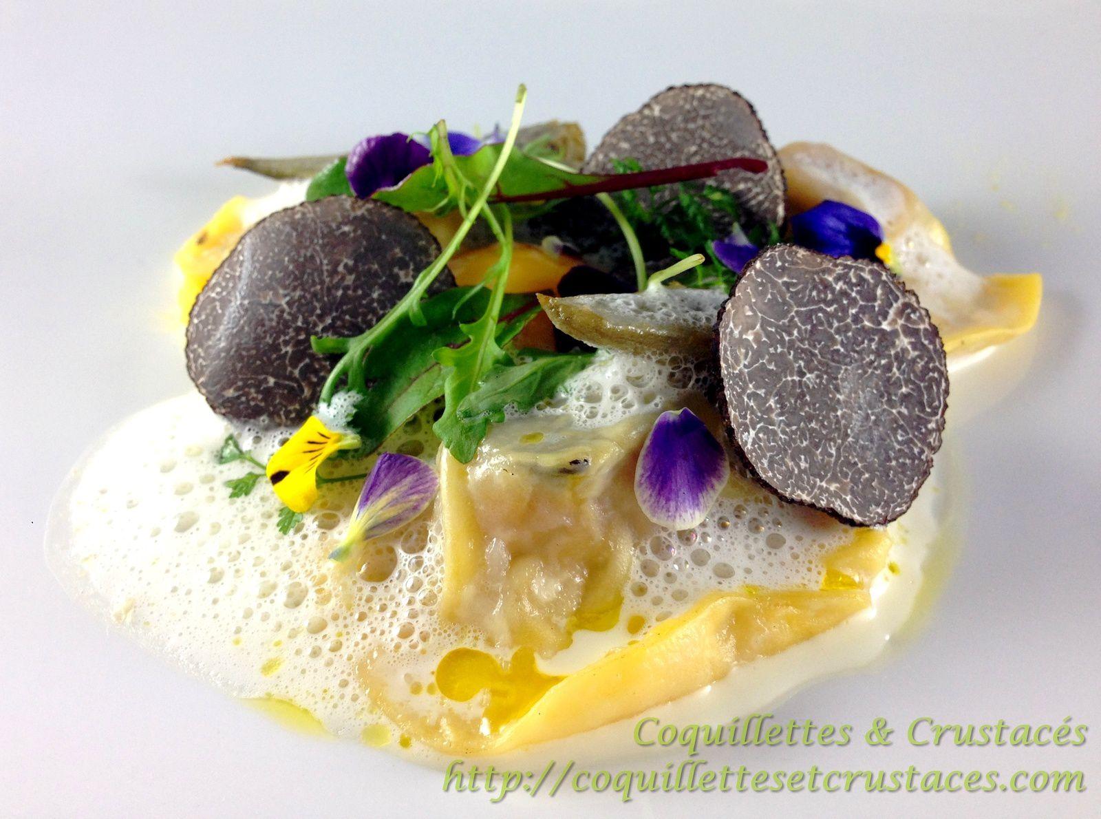 """Une des recettes proposée ce week-end par Cédric de """"Coquillettes et crustacés"""" : http://coquillettesetcrustaces.com/recette-truffe-raviole-de-foie-gras-oeuf-basse-temperature/"""