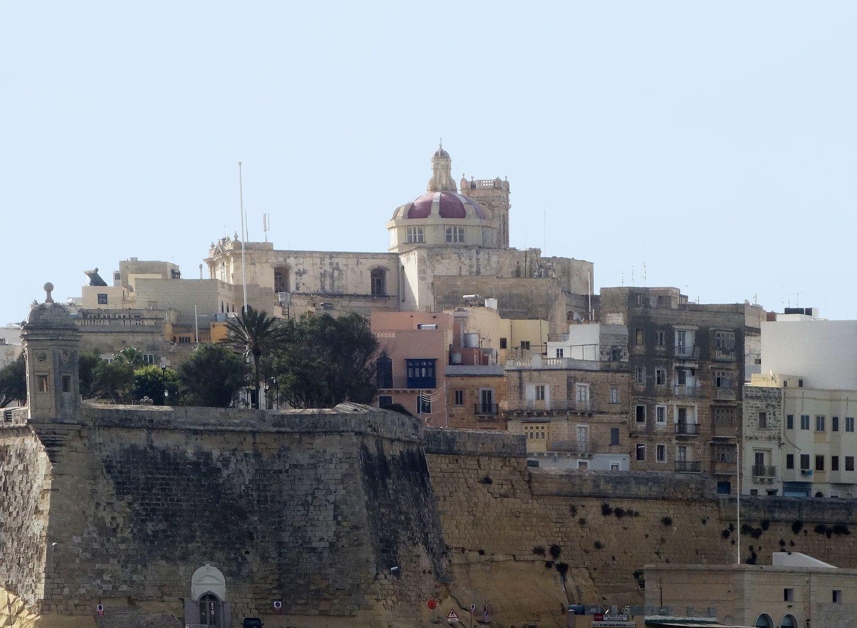 Vous réveiller aux abords de Malte et prendre le petit déjeuner sur le pont avec ça sous les yeux... j'ai bien aimé!