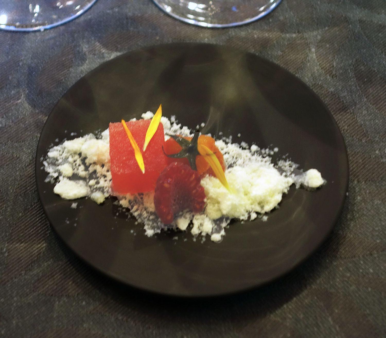 Tomate confite, pastèque et framboise, neige de yaourt : Nicolas Thomas &quot&#x3B;La promenade à Verfeil, Haute Garonne