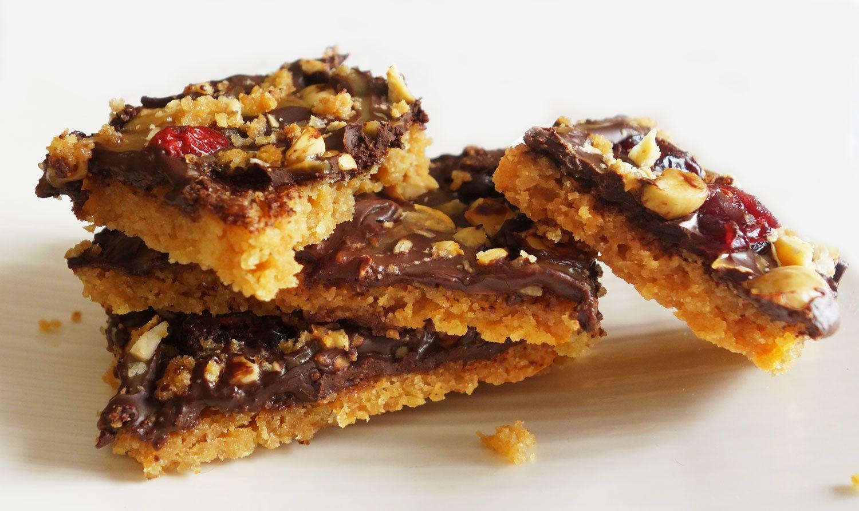 Barres  au chocolat, noisettes et cranberries pour le goûter des enfants (ou pas)