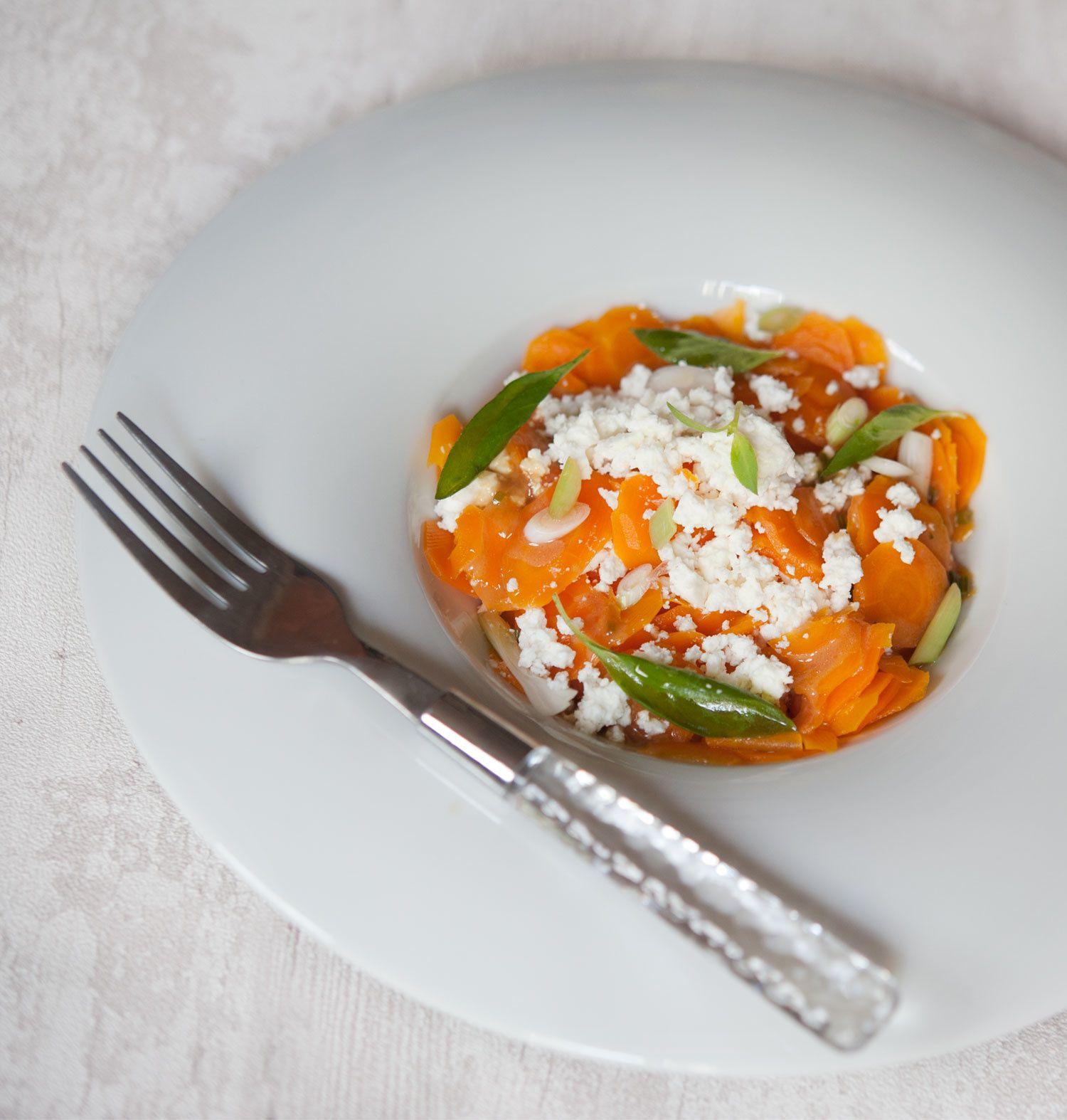 Carottes en salade à la féta et au basilic