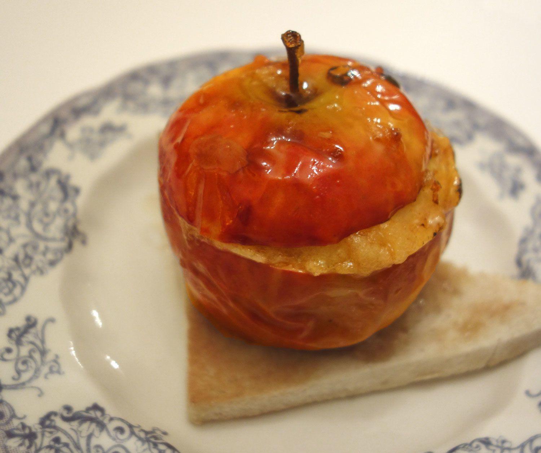 Pomme au four,  miel, noisettes et abricots moelleux