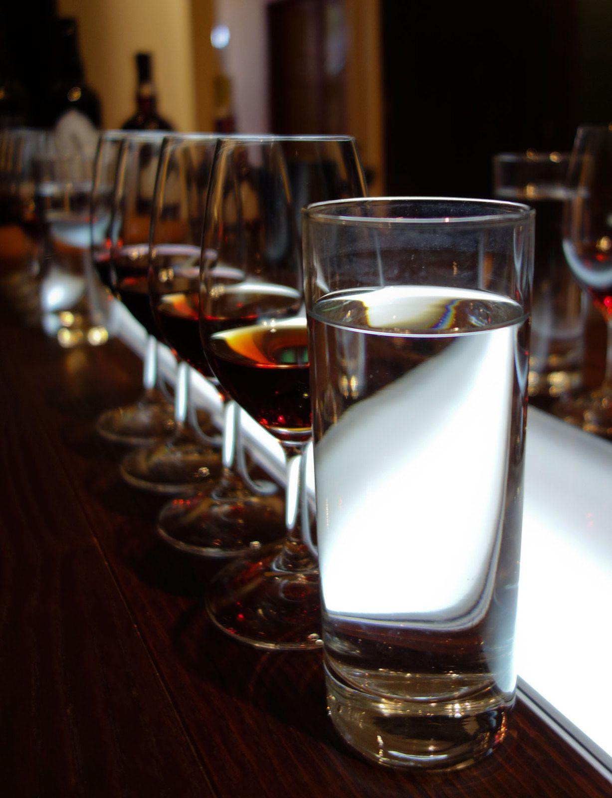 On va entamer la dégustation... vous voyez que le verre d'eau est bien présent !