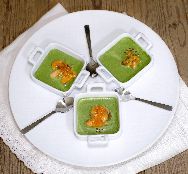 Apéritif : moules, oeufs de truite et crème d'épinards