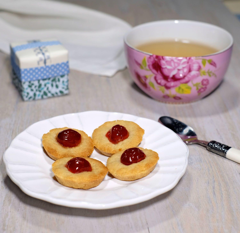 Biscuits sablés au miel, à la vanille et aux cerises confites