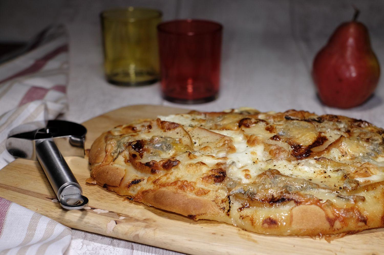 Focaccia aux poires, gorgonzola et noix
