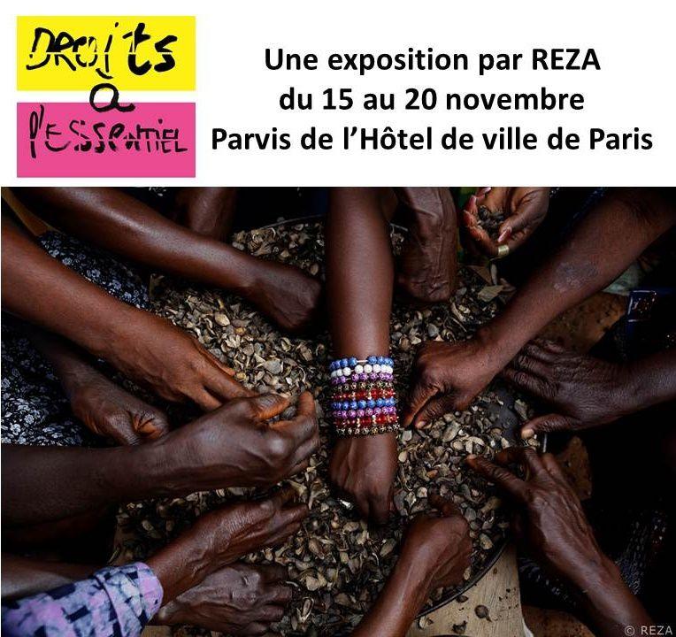 Une exposition gratuite du photographe Reza sur le parvis de l'hôtel de ville de Paris