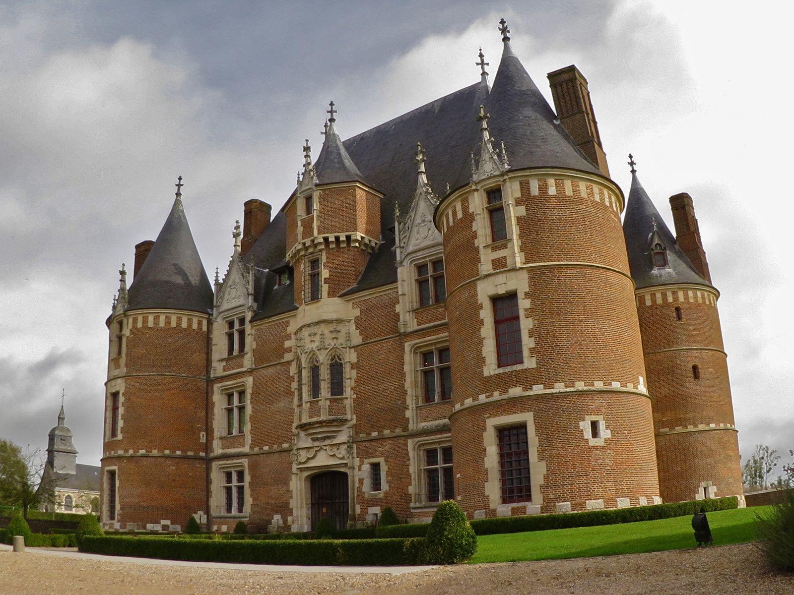 En Normandie, plus d'une dizaine d'édifices du XVIe siècle, tels Auffay, Tilly et Bailleul, se sont plus ou moins inspirés de Martainville. © Photo : Henry SALAMONE