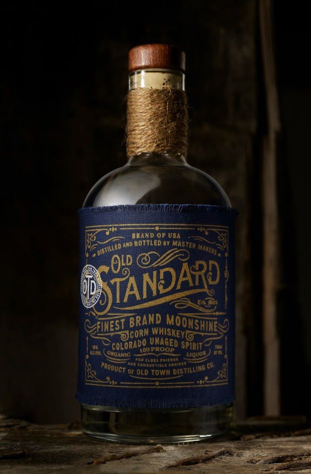 Old Town Distilling Co. (bouteille de whisky avec une étiquette 100% coton) | Design : Chad Michael Studio, Fort Collins, CO,, Etats-Unis (juin 2015)