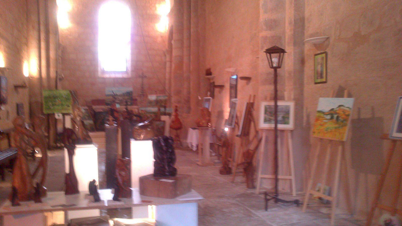 Exposition à l'église de Chassiecq pendant le festival Péi Bato Fou