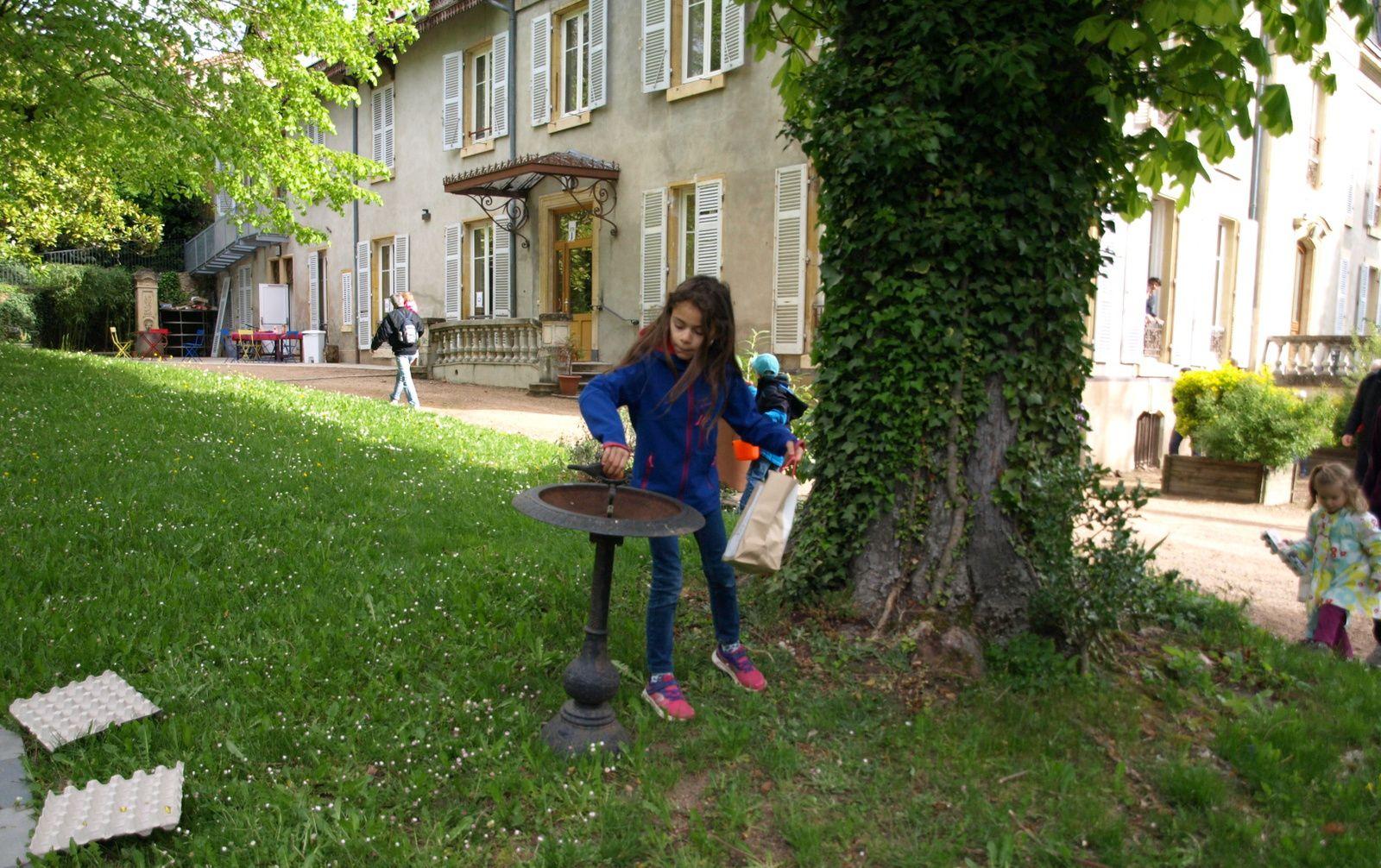 Chasse aux œufs au parc du château.