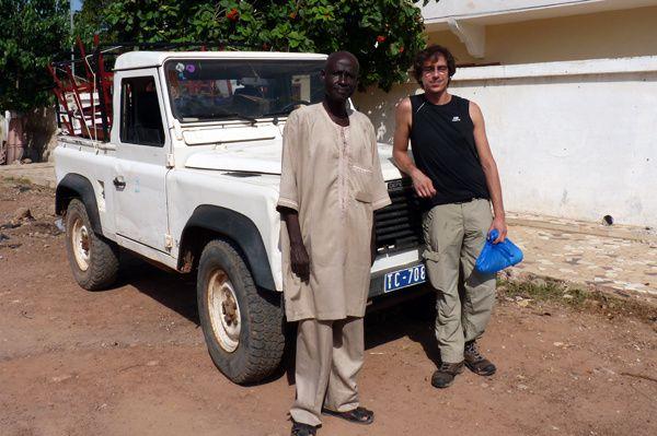 Ah, la petite Land Rover de Mame Mor, toujours là pour rendre service !