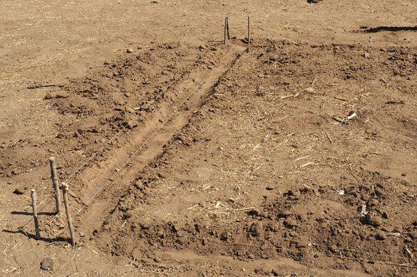 Quelques cm suffisent, les fondations restent symboliques !