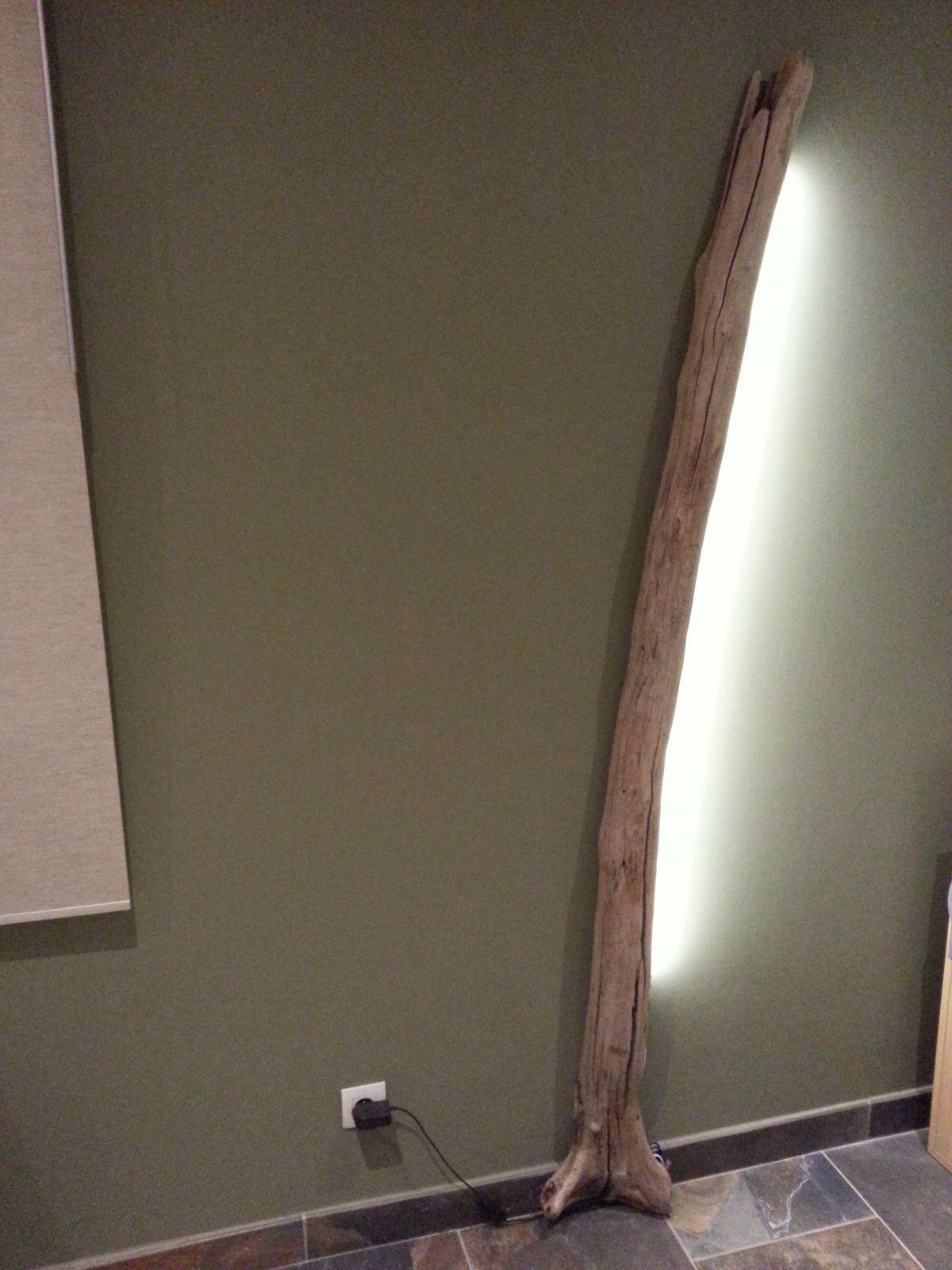 Atelier alex design travailler des mat riaux bruts tels for Travailler bois flotte