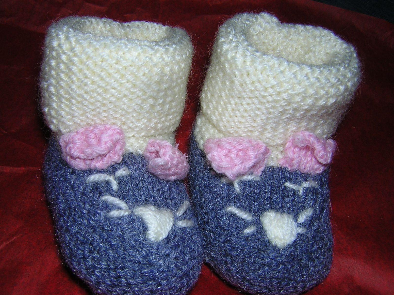 les couleurs sont mal rendues, les teintes des chaussons et du pull sont les mêmes!!