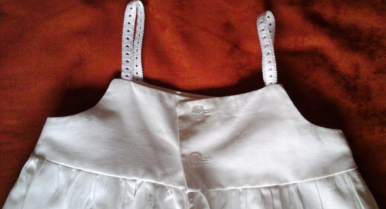 Pour l'été qui finira bien par venir, la robe en lin blanc de Léontine