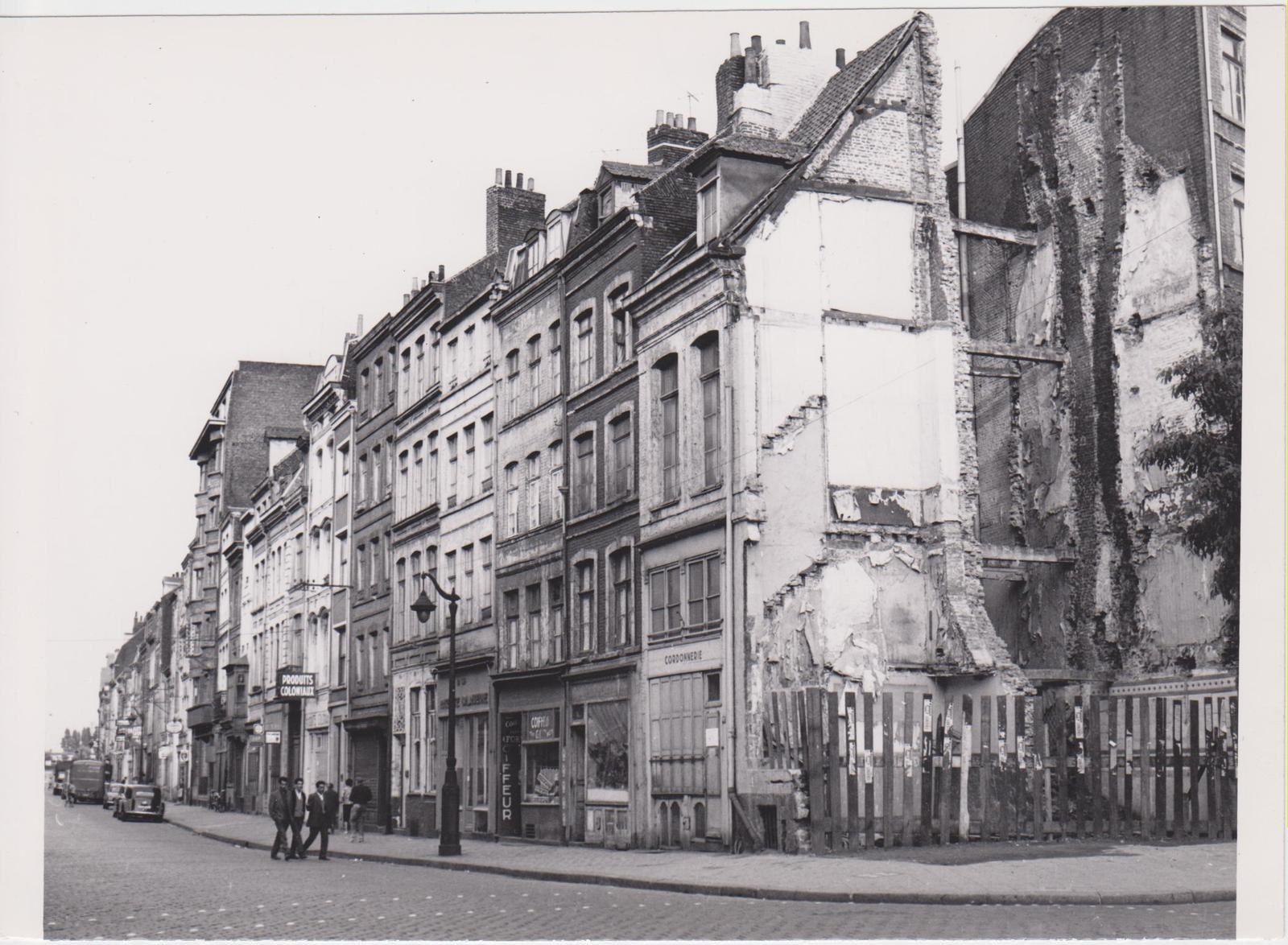 photo 18   (1962 04)  rue G Delory (ex rue de Fives) du coin de la rue Saint Sauveur vers la sortie est de Lille