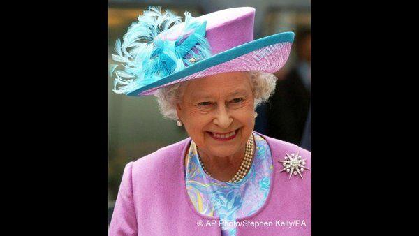 http://www.topito.com/top-chapeaux-reine-elisabeth-ii