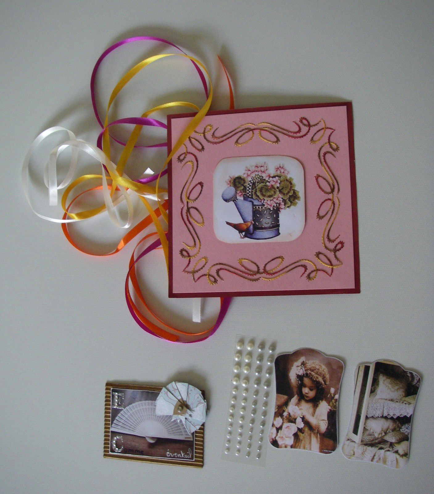 Tout d'abord, la très jolie carte brodée de Katoen17, son A.T.C. et les petits plus... Merci Brigitte !