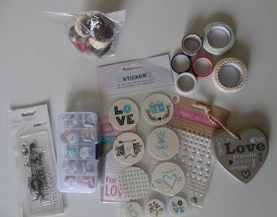 La jolie carte et les cadeaux que j'ai reçus de Corinne (http://corinnescrap51.canalblog.com/), qui m'a super gâtée !!!