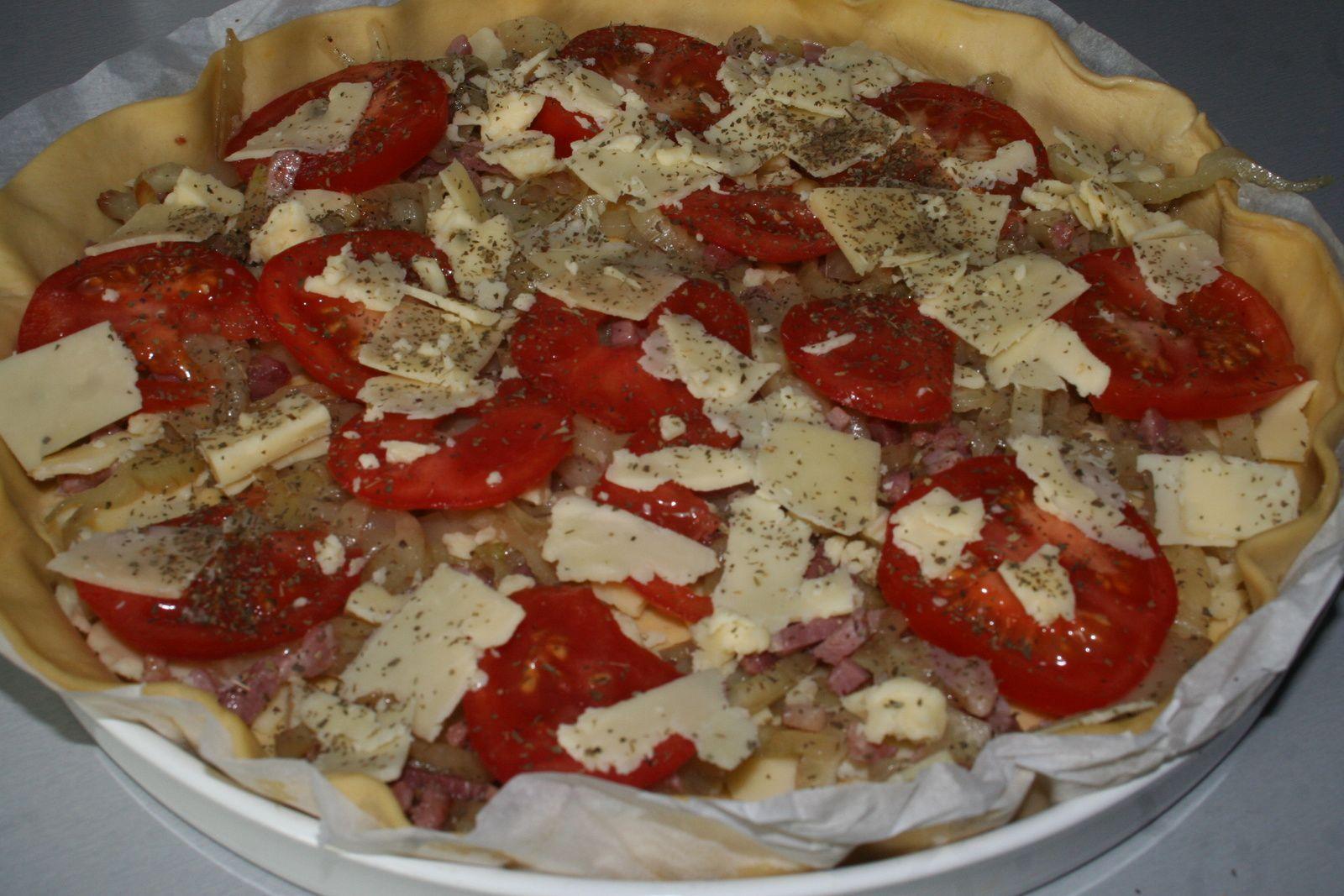 Tarte fine au fenouil , tomate et cantal