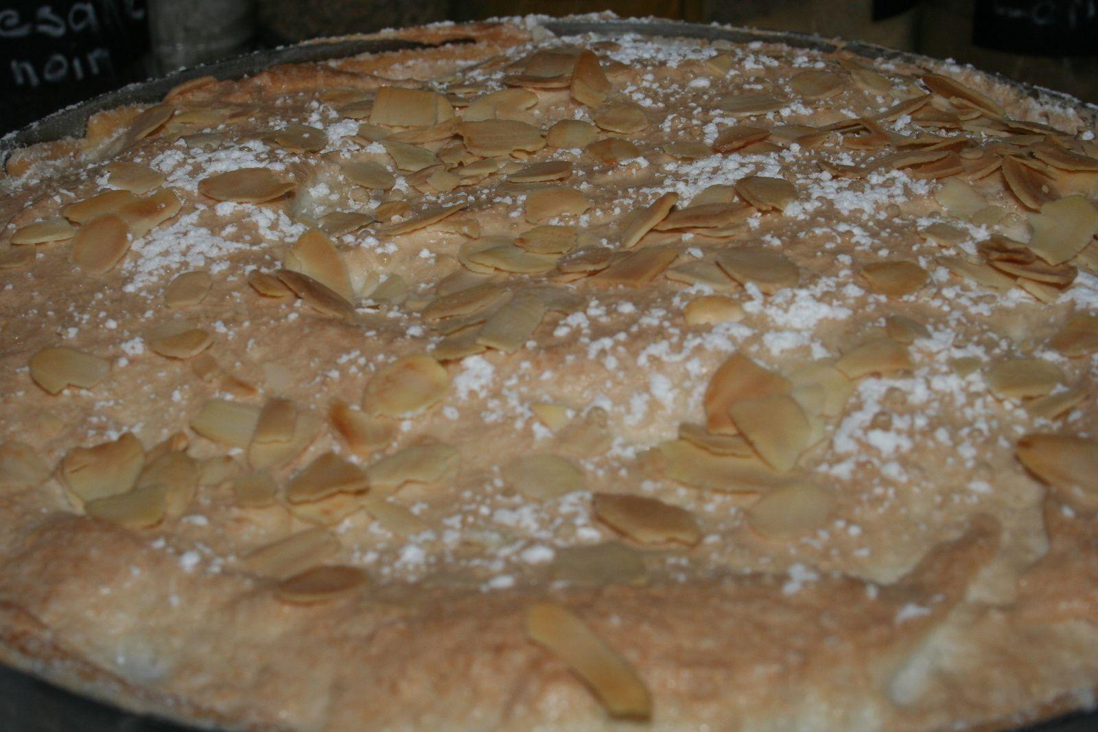 Tarte abricots-cassis macaronée