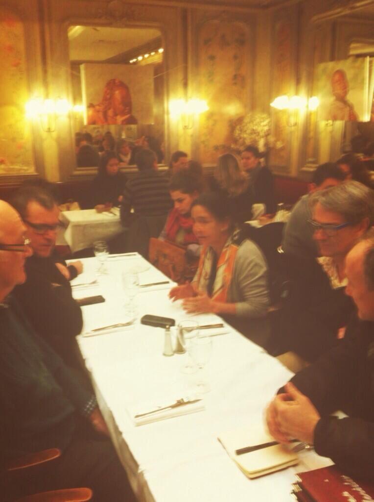 Elisabeth Belaubre anime une réunion de campagne le 28 novembre 2013