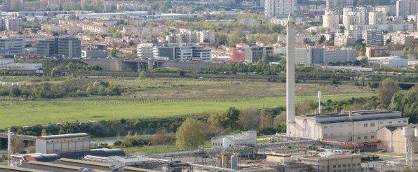 L'usine Herakles-Safran vue de la colline de Pech-David (c) Delphine Russeil -