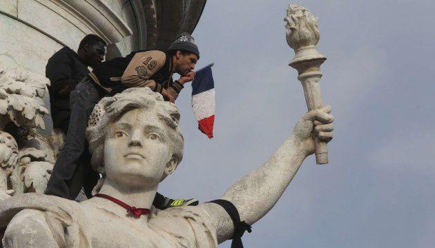 Les Français ont rendu hommage aux victimes des attentats, place de la République, le 11 janvier 2015