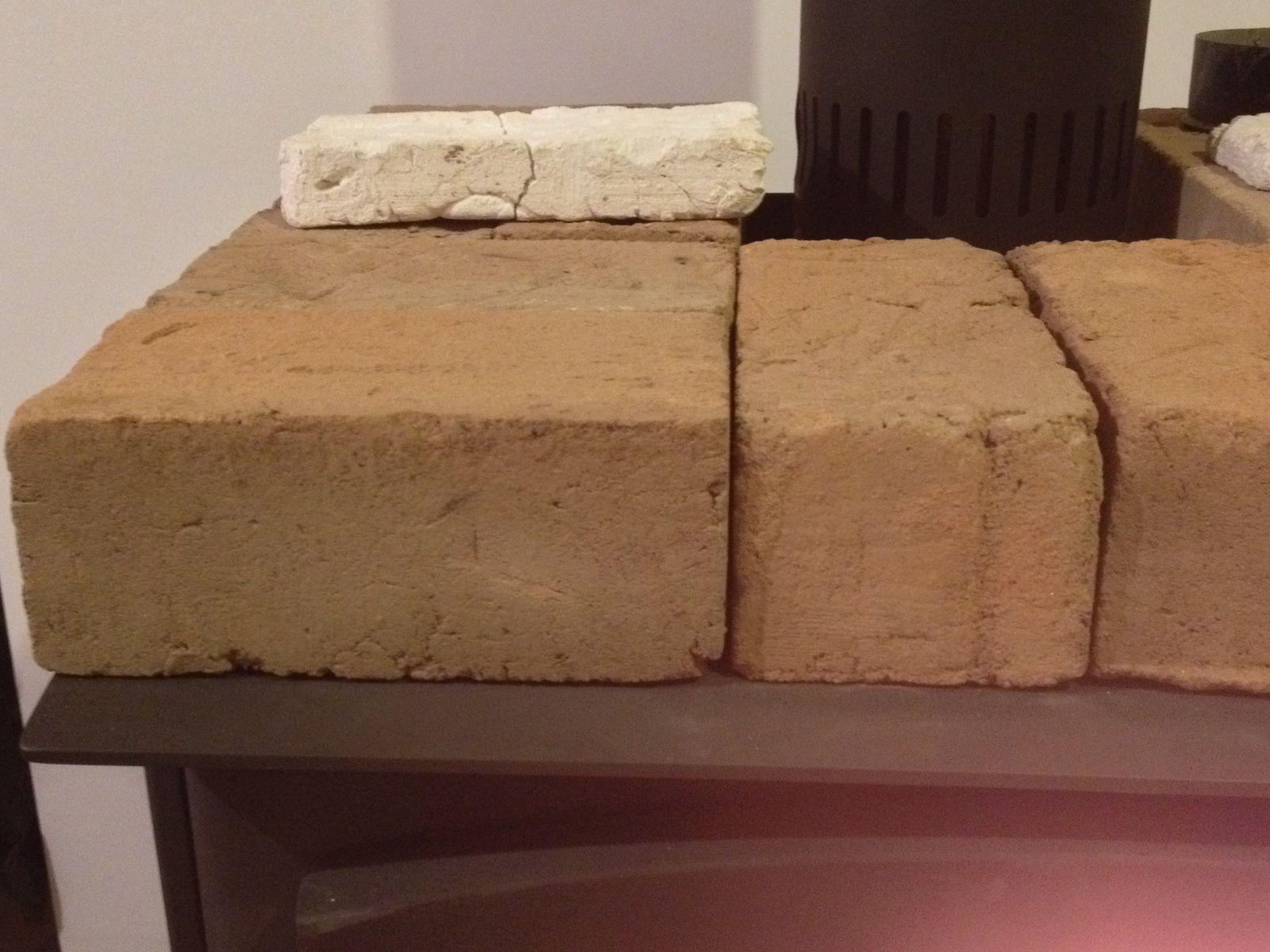 Briques d'adobe pour le poêle à bois