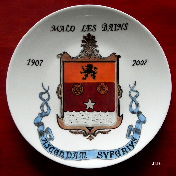 Assiette créée par Gérard Bégrem pour le 100e anniversaire de la Mairie de Malo-les-Bains (Collection Denière)