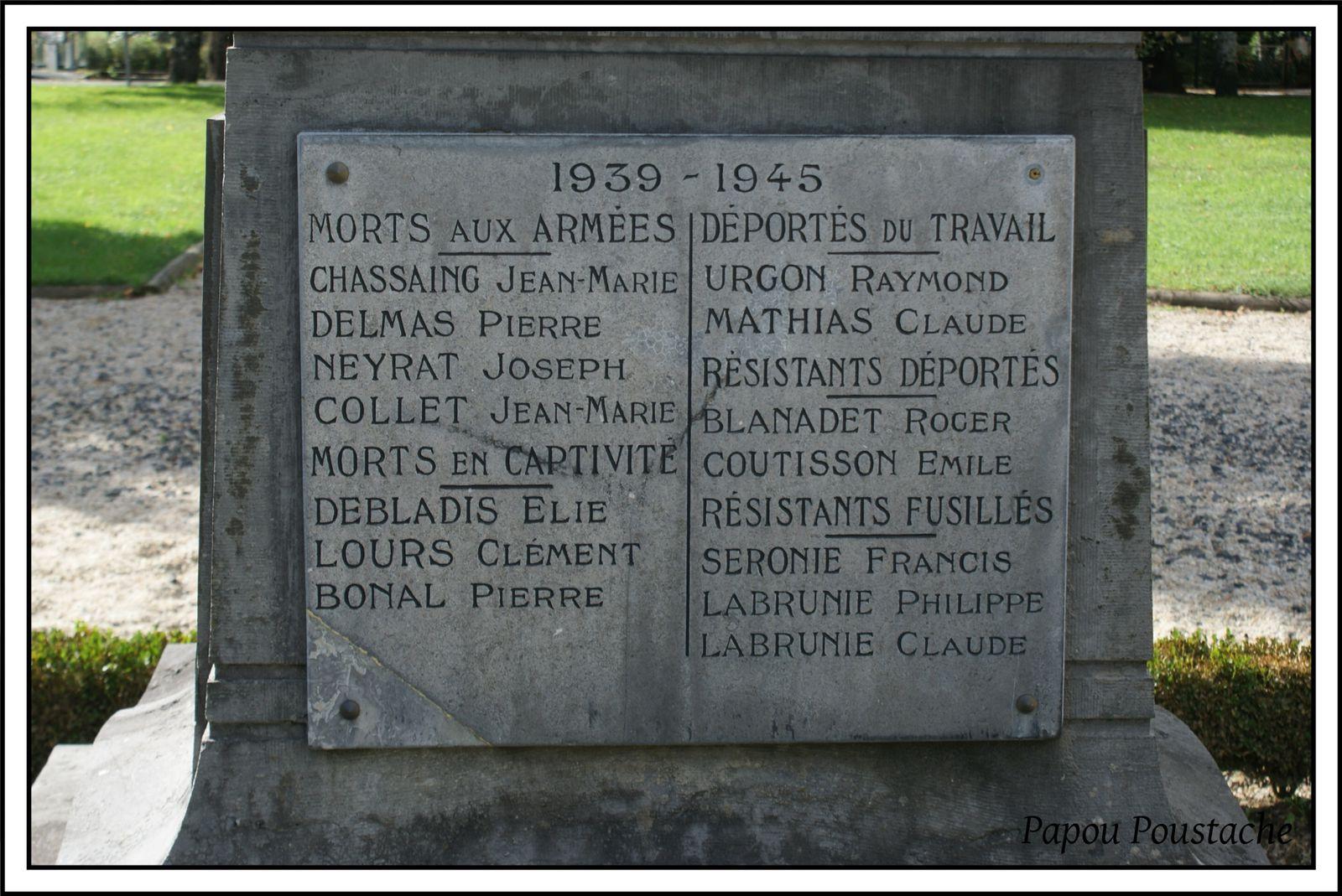 Monument aux morts à Vic sur Cère
