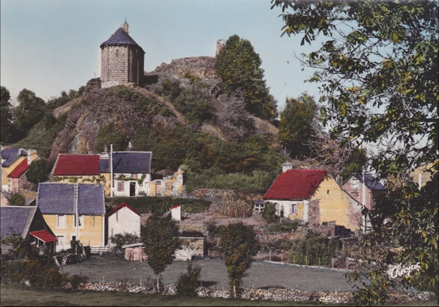 Saignes dans le Cantal en cartes postales anciennes
