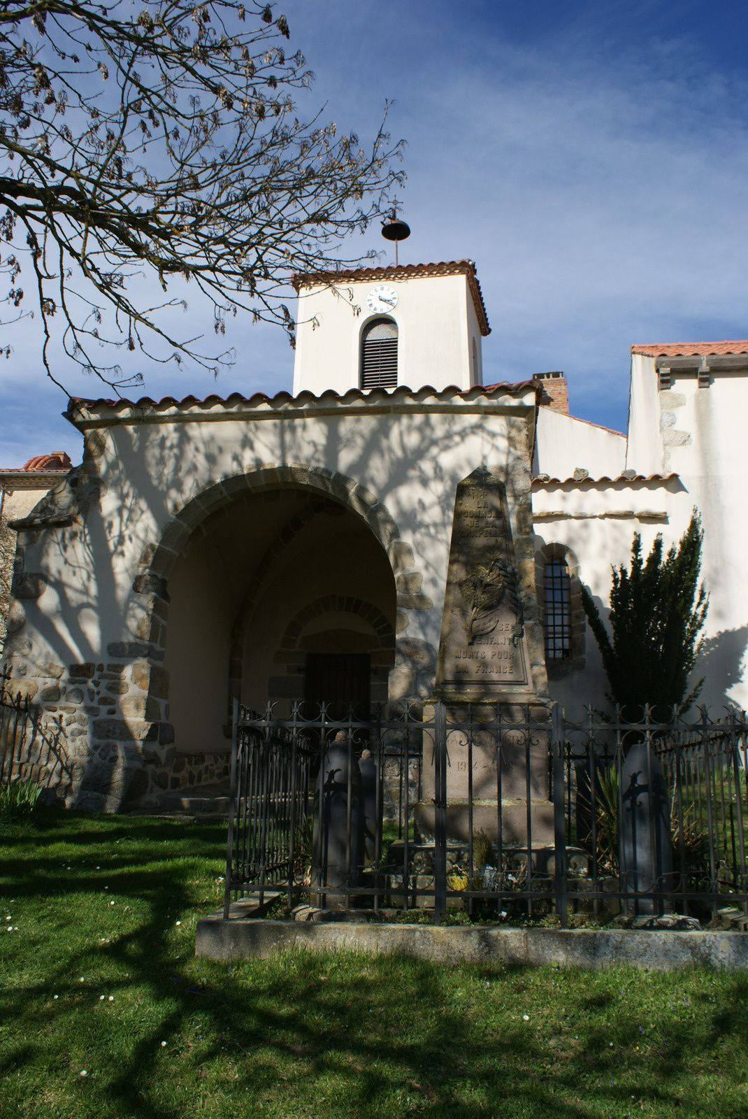 Patrimoine Auvergnat: Eglise La Chapelle sur Usson