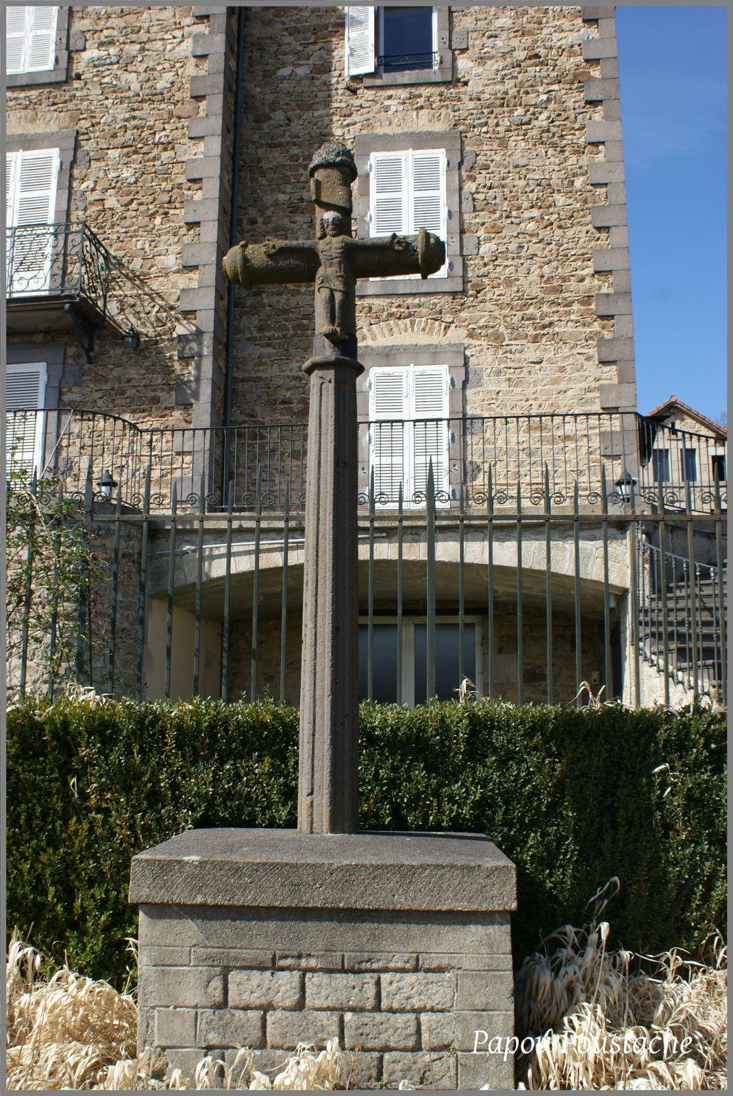 Monument et église au Vernet la Varenne