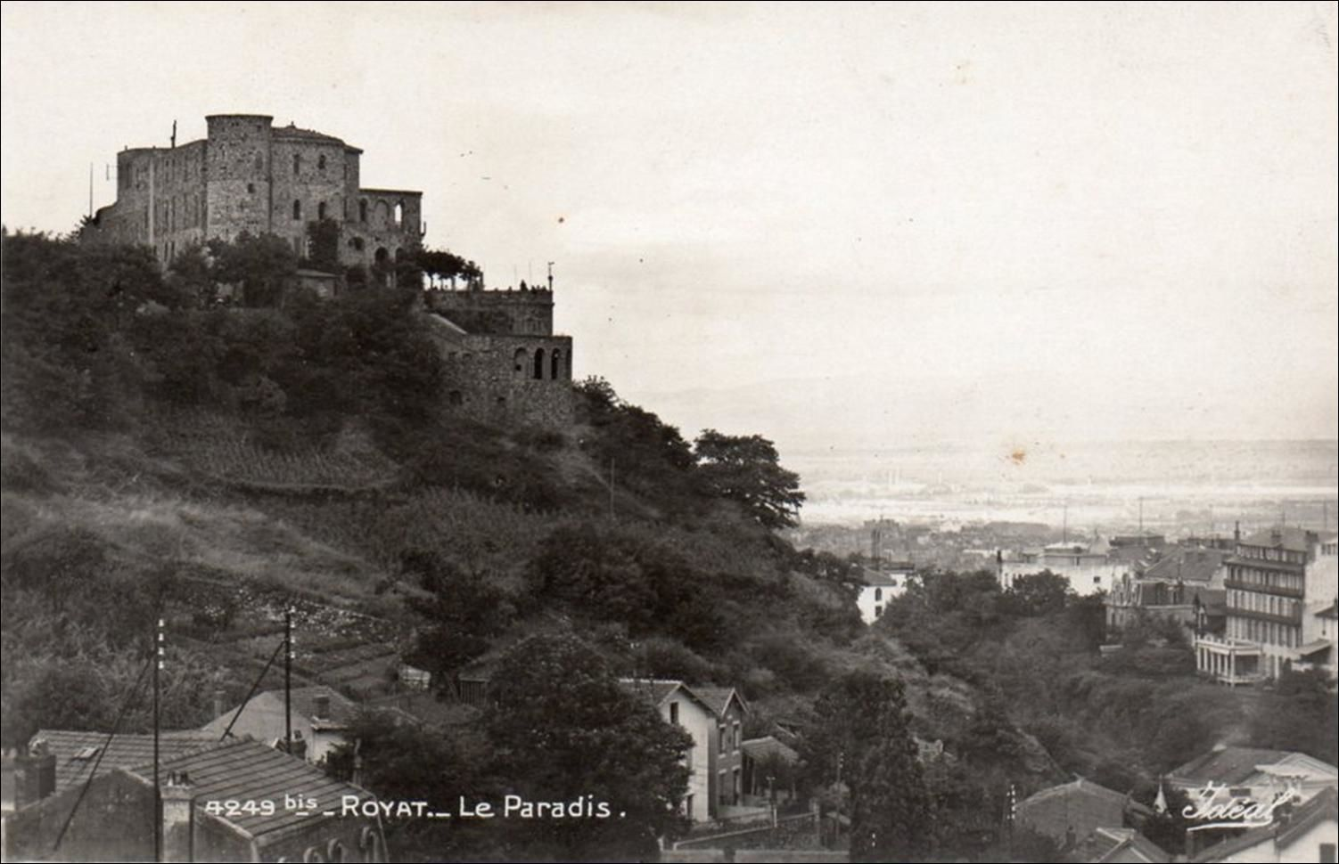"""Le château """"Le Paradis """" à Royat"""