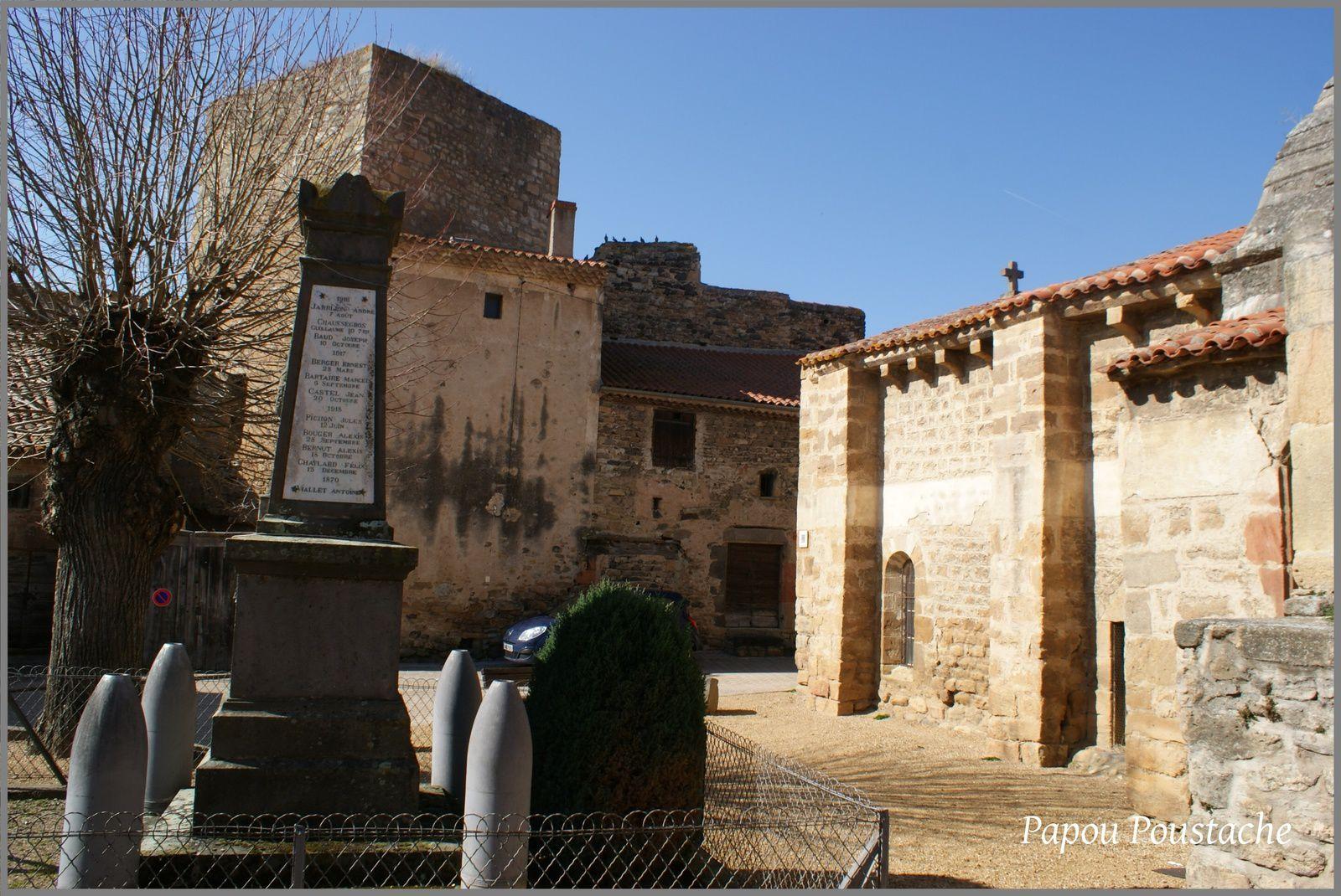 Monument,fontaines,bascule et croix à Boudes