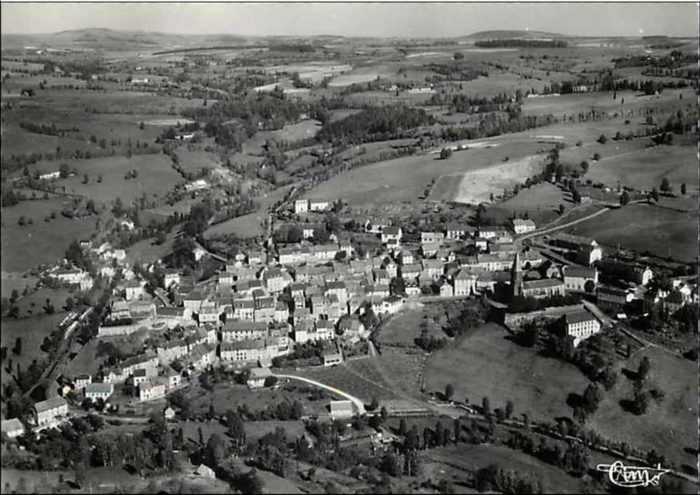 Les villages du Cantal: Pierrefort