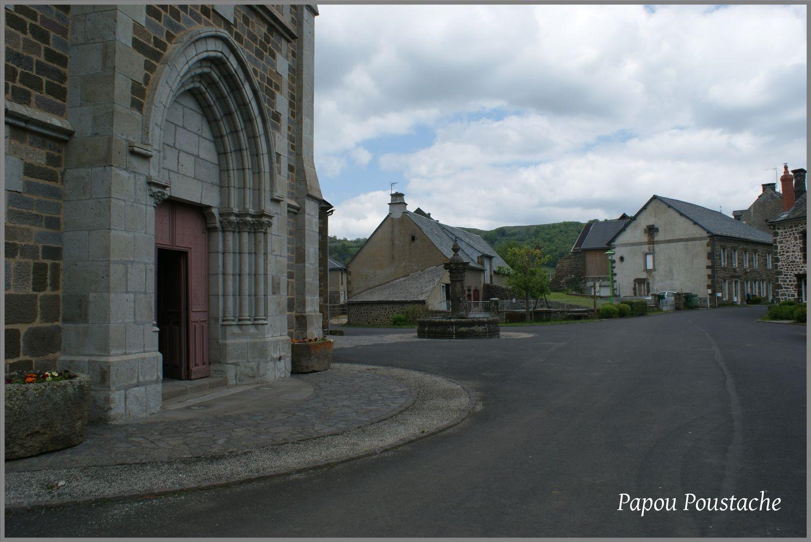 Fontaines et monument à Ségur les Villas