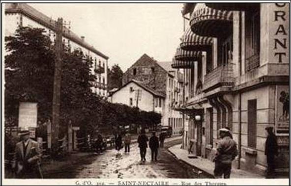 Rue des thermes à St Nectaire