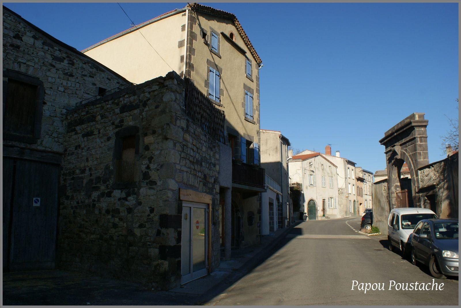 Les villages du Puy de Dome:La Roche Blanche