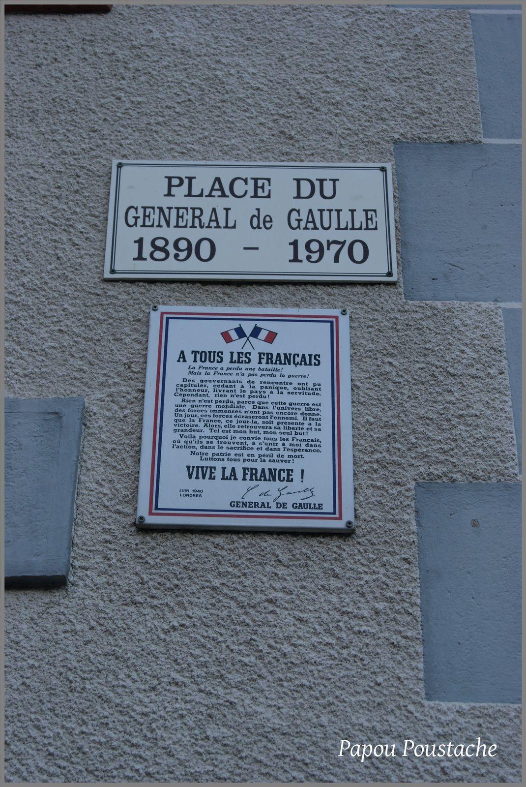 Place du général De Gaulle à Molompize
