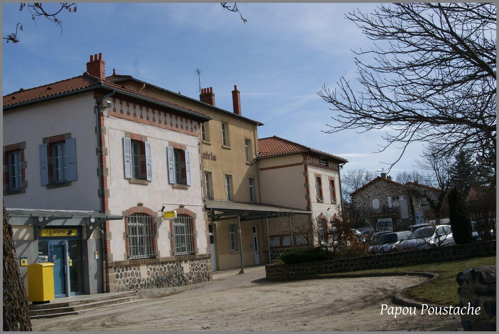 Ecole et mairie à Solignac