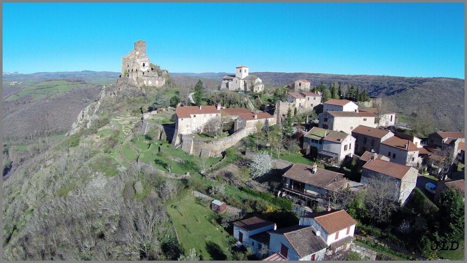 Le village de Léotoing vu du Ciel