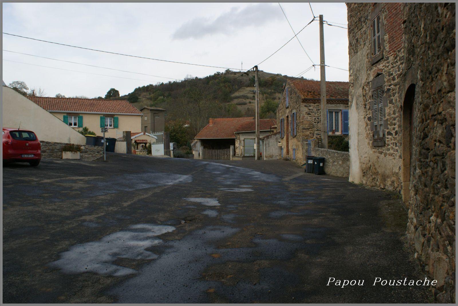 Le village de Chambezon en Haute Loire