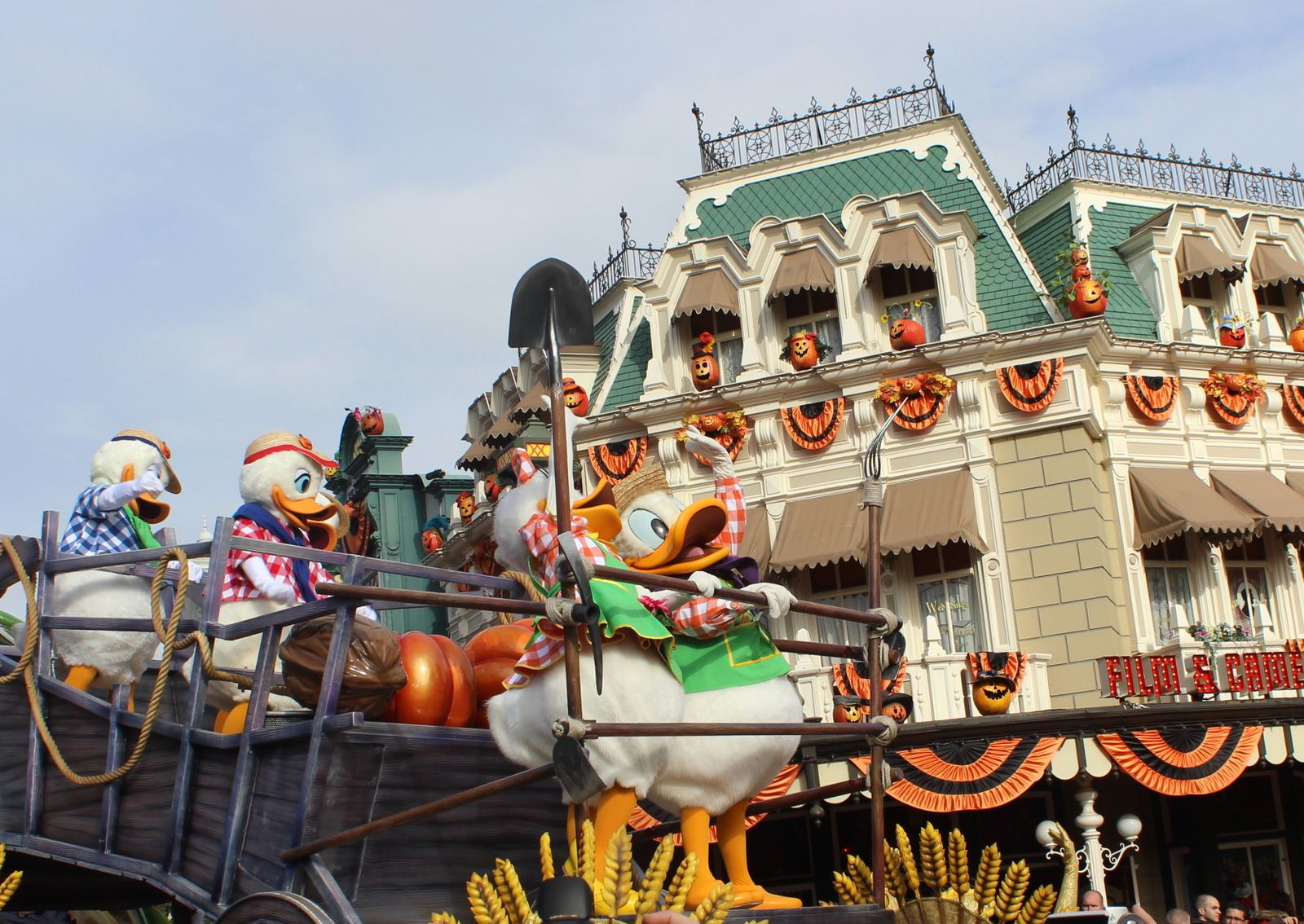This is Halloween à Disneyland Paris