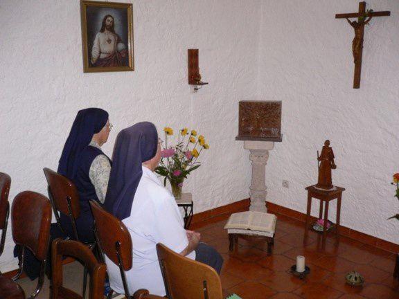 Prier avec les sœurs