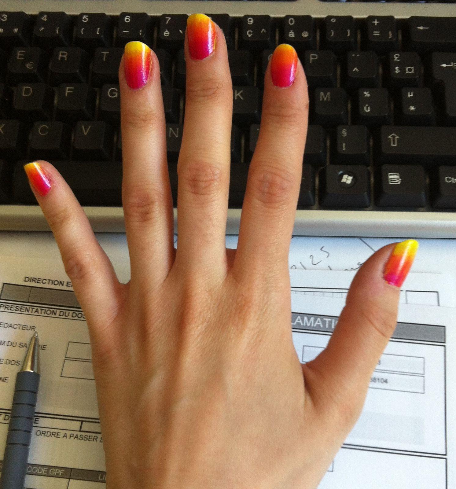 gradient nails random