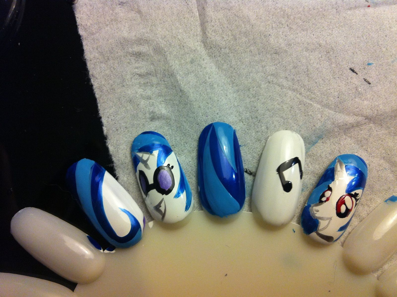 nailstorming en chanson / my little pony nails dj pon3